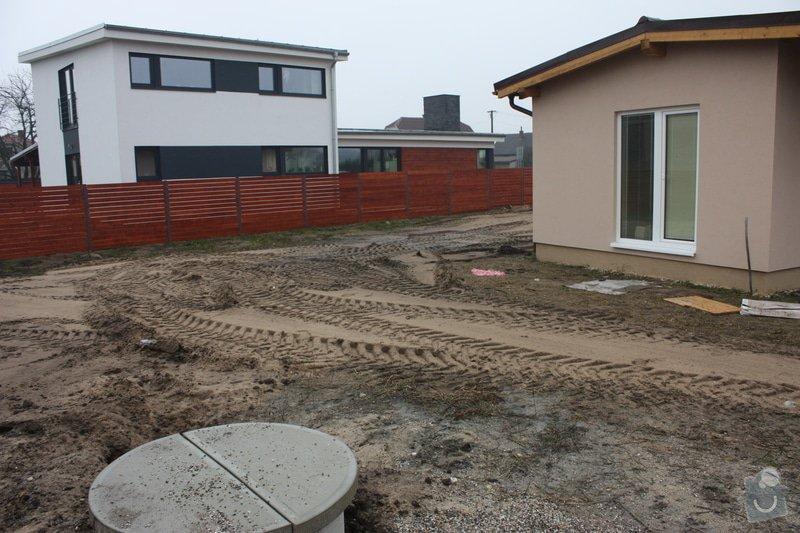 Úprava pozemku po stavebních pracech, zasetí trávníku: IMG_2154