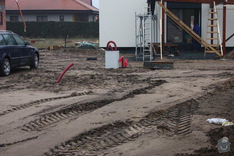 Úprava pozemku po stavebních pracech, zasetí trávníku: IMG_2159