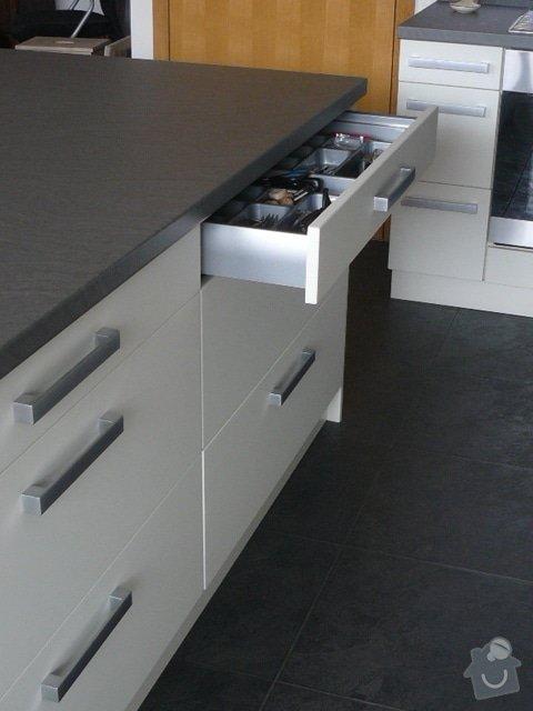 Výroba kuchyně: P1050952
