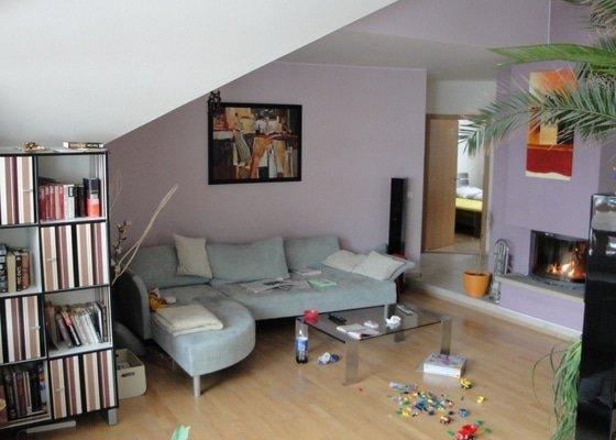 Návrh interieru obývacího pokoje s jídelním koutem a návrh zádveří