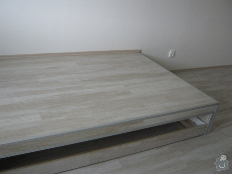 Zvýšené pódium s postelí: podium_2_