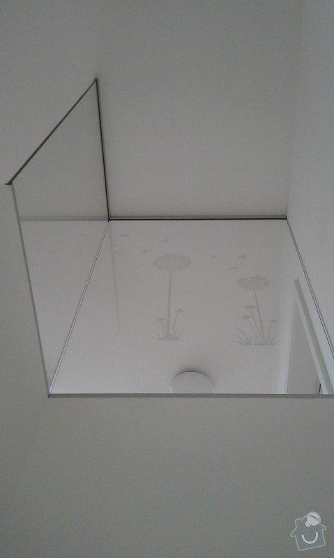Skleněná zástěna na zídku u schodiště: IMAG0259
