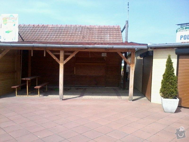 Tesaře - napojit  střechou i stěnami dřevěné stánky: 2013-04-17_11.06.42