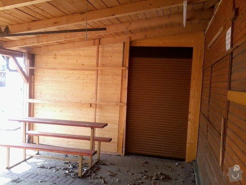 Tesaře - napojit  střechou i stěnami dřevěné stánky: 2013-04-17_11.07.21