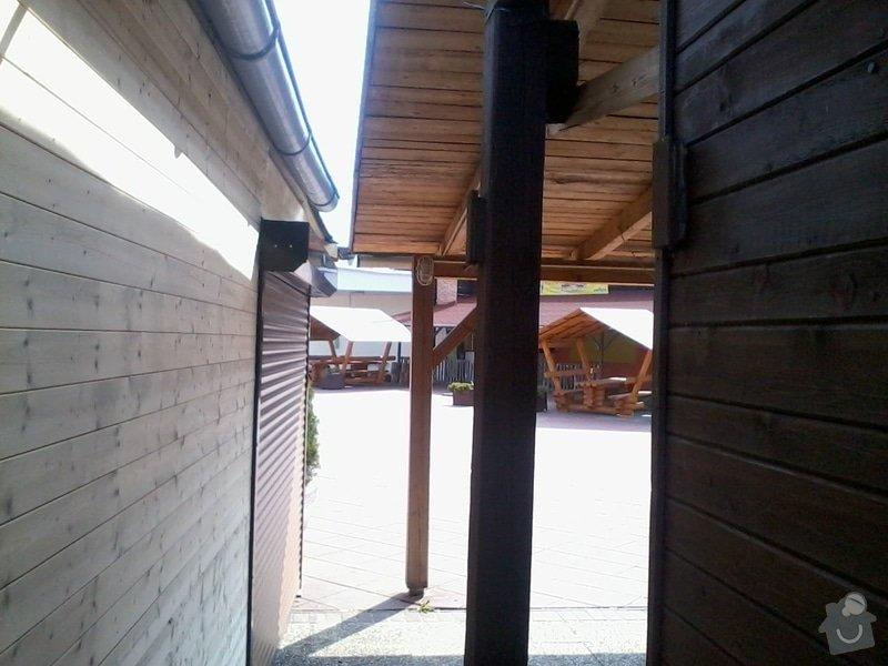 Tesaře - napojit  střechou i stěnami dřevěné stánky: 2013-04-17_11.07.52
