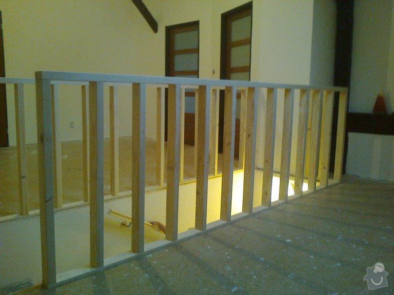 Dřevěné zábradlí kolem vyústění schodiště: Fotografie0055