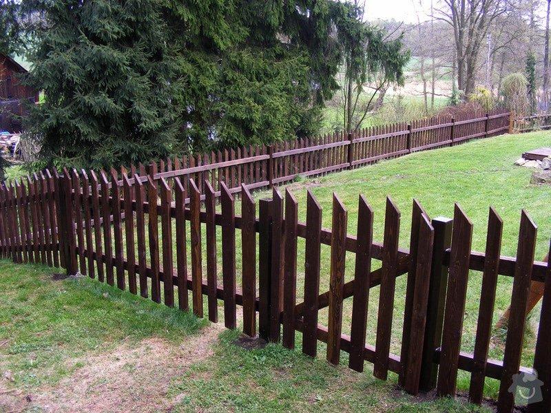 Dřevěný plot okolo chalupy: dokonceni_plotu_019