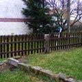 Dreveny plot okolo chalupy dokonceni plotu 009