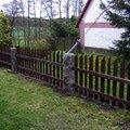 Dreveny plot okolo chalupy dokonceni plotu 005