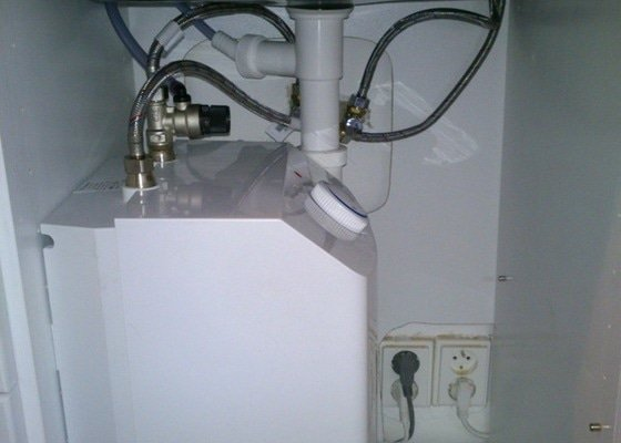 Instalace dřezové baterie a odpadu