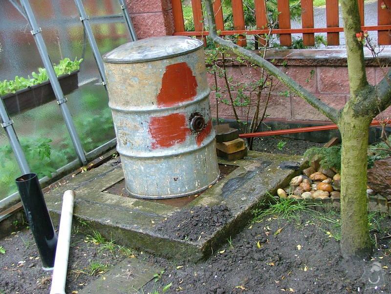 Propojení odpadu odpadní trubkou -  uvnitř žumpy: DSCF7261