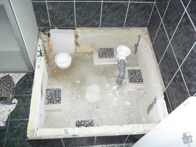 Výměna vaničky sprchového koutu, přespárování obkladů ve sprše: 100_1462