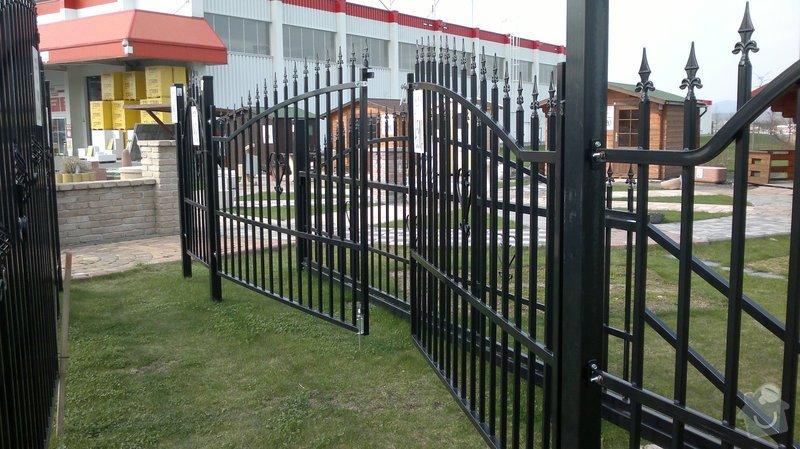 Stavba plotu: brana_s_brankou