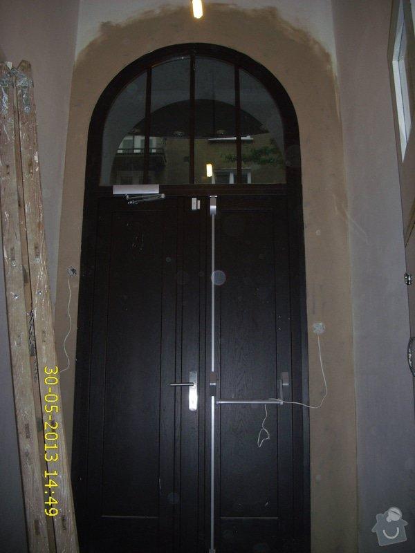 Zednické začištění vchodových dveří do činžovního domu : IMG_0003_2_