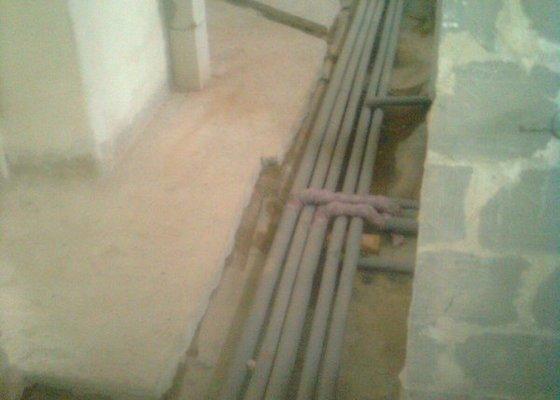 Podlahové topení a ohřev TUV v RD 3+1, anhydrit. podlaha