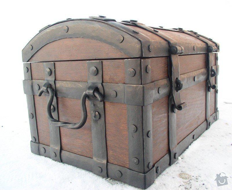 Dřevěnou kovanou truhličku na dopisy: truhla1