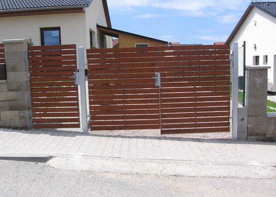 Plotová pole,branka,dvoukřídlá brána.
