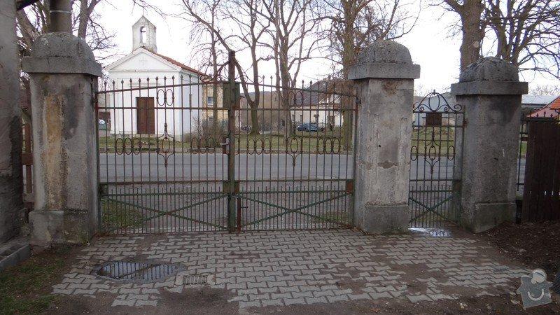 Oprava zděného plotu s železnou výplní, zámková dlažba, drobné zednické práce, spodní voda ve sklepě: DSC02933_Medium_