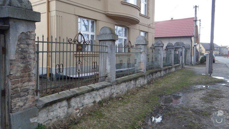 Oprava zděného plotu s železnou výplní, zámková dlažba, drobné zednické práce, spodní voda ve sklepě: DSC02937_Medium_