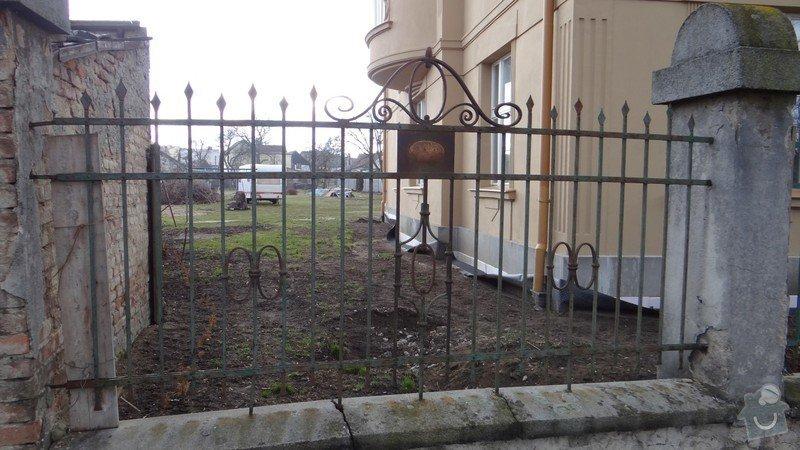Oprava zděného plotu s železnou výplní, zámková dlažba, drobné zednické práce, spodní voda ve sklepě: DSC02938_Medium_