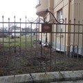 Oprava zdeneho plotu s zeleznou vyplni zamkova dlazba drobne  dsc02938 medium