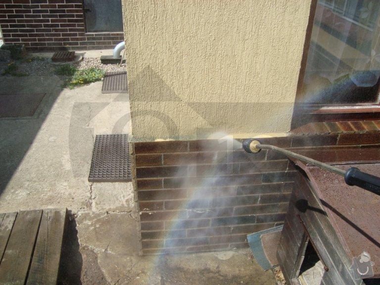 Čištění fasády od atmosferického znečištění ve Zbuzanech: q000009_002