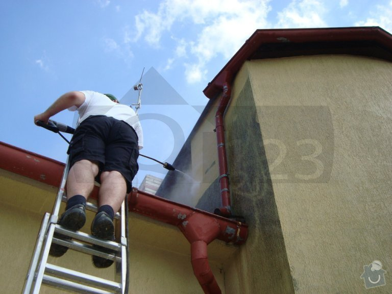 Čištění fasády od atmosferického znečištění ve Zbuzanech: q000009_021