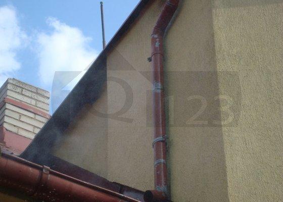 Čištění fasády od atmosferického znečištění ve Zbuzanech
