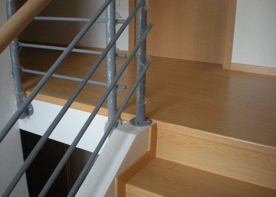 Pokládka plovoucí podlahy včetně obložení schodiště