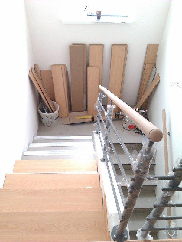 Pokládka plovoucí podlahy včetně obložení schodiště: IMAG0188