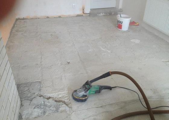 Broušení betonu, samonivelační stěrka, pokládka vinylových pásů