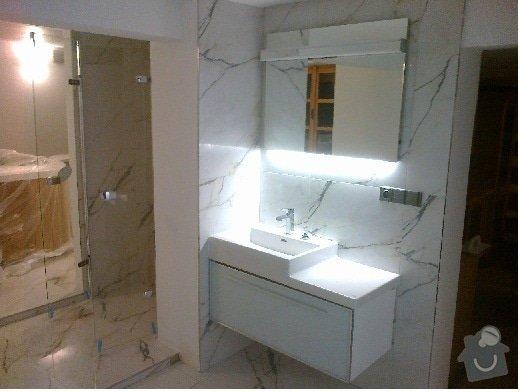 Rekonstrukce rekreační chaty,luxusní koupelna se sanou,podkroví,podlahy,zateplení: Koupelna_Mramor
