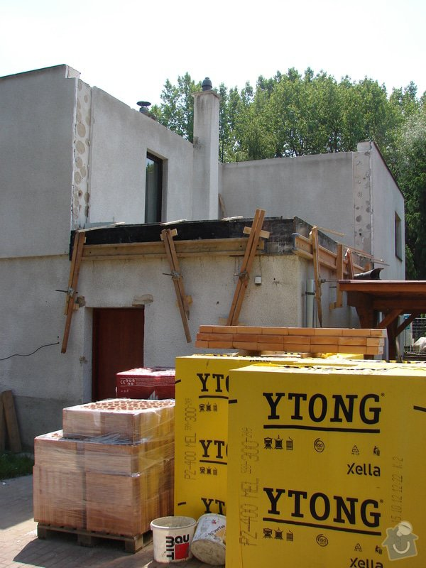 Přístavba místnosti a zastřešení balkonu: DSC08458