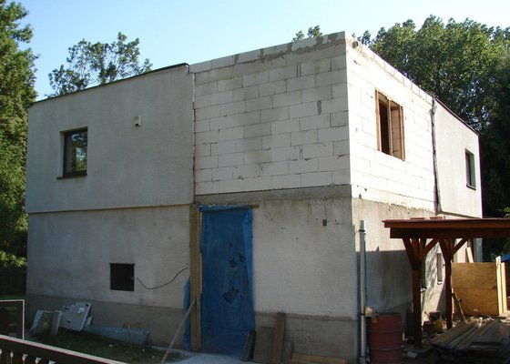 Přístavba místnosti a zastřešení balkonu