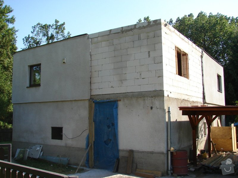 Přístavba místnosti a zastřešení balkonu: DSC08601