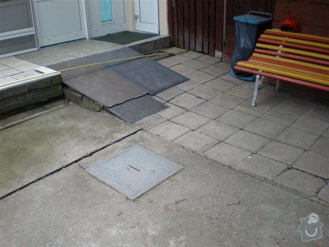 Rekonstrukce dvora a chodníků.: P4100019
