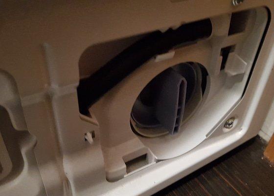 Oprava pracky - zaseknuta servisni klapka