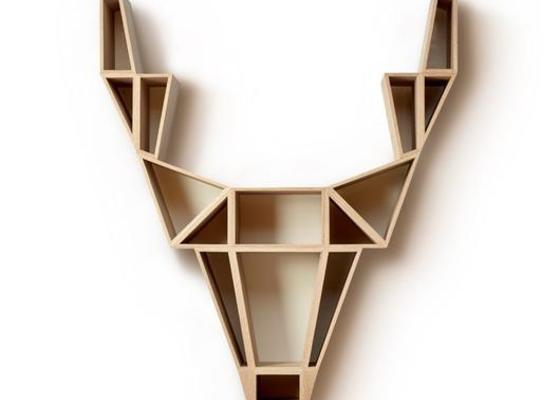 Truhlář - police ve tvaru jelena