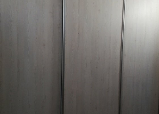 Dvě vestavěné skříně atypických rozměrů