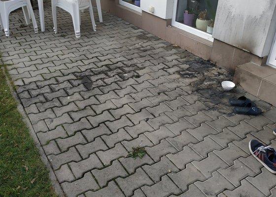 Oprava fasády, výměna dlažby na terase, očištění soklu