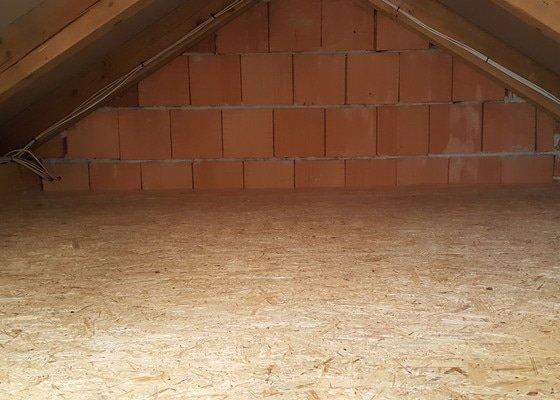Dokončení podlahy z OSB desek na půdě rodinného domku