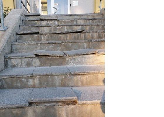 Oprava dlažby na schodech