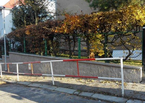 Oplocení s podezdívkou + opravy kolem rodinného domu v Praze