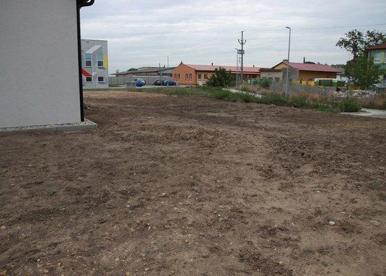 Terénní úpravy, úprava půdy kolem RD (kultivace jílovité země)