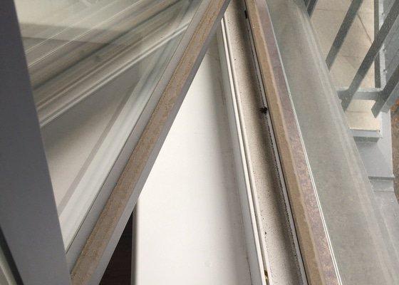 Seřízení přítlaku plastového okna.