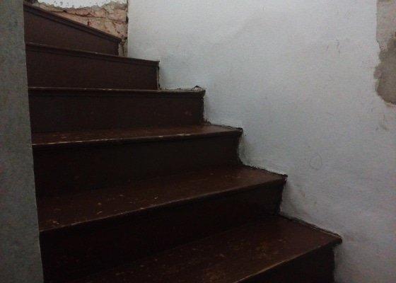 Obložení schodů vinylovou podlahou