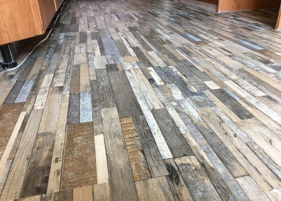 Lepení vinylové podlahy