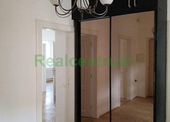 Renovace parket 85 m2 v prázdném bytě v Brně