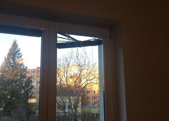 Oprava interierových okeních žaluzií