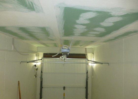 Sádrokartonový strop v garáži